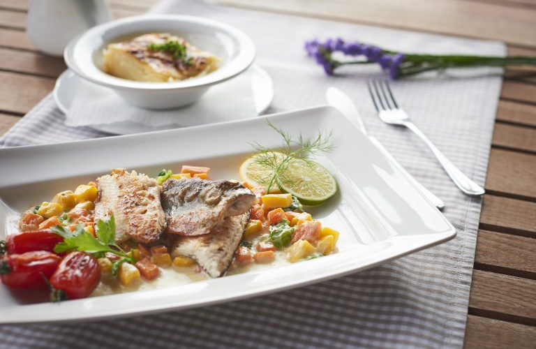 """Rezept Rittergütl: Saiblingsfilet """"Aumühle"""" an Gemüserahm und Kartoffelgratin"""