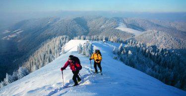 Beim Schneeschuhwandern (hier in der Region Tegernsee) kann man sich - ganz ohne Stress und Hektik - von der winterlichen Natur verzaubern lassen