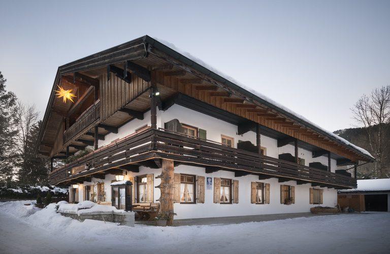 Wenn Sie in Bayerischzell sind, sind sie schon vorbeigefahren: Der Gasthof zum Wurz versteckt sich in Osterhofen zwischen Wendelsteinbahn und Romantikhotel