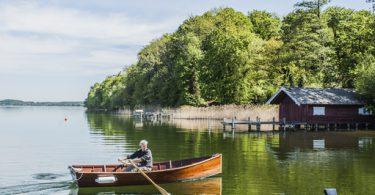 Bootsbau: Ruderboot auf See