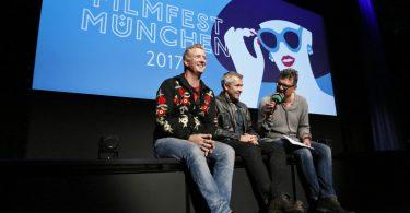 Regisseur Andreas Neumann und Protagonist und Co-Regisseur Josh Homme beim Filmgespräch mit Paul Awe vom Filmfest München. (Foto: Kurt Krieger / Filmfest München)