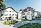 Baubiologisch renoviert strahlt das Schlossgut Oberambach am Starnberger See