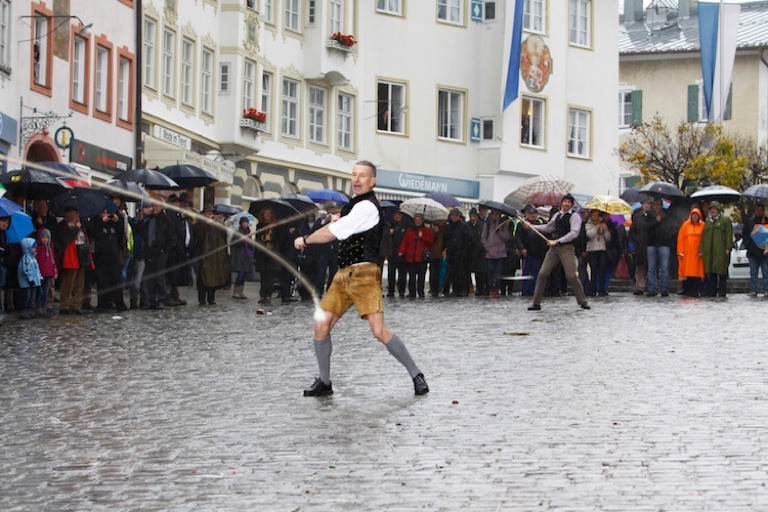 Leonhardi Wallfahrt 2013 | Goaßlschnalzer auf der Marktstraße