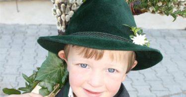 Palmtragen: In vielen Regionen Bayerns haben junge Burschen am Palmsonntag ihren großen Auftritt