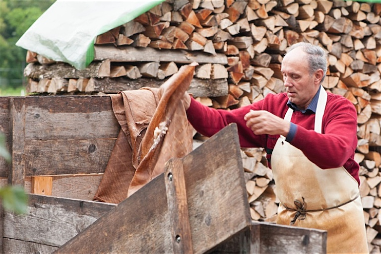 Die Seniorensafter   Georg Bergmann sammelt den Trester